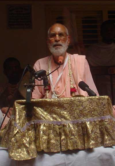 Jhulana Yatra com Srila Gurudeva no Sri Rupa Sanatana Gaudiya Matha.