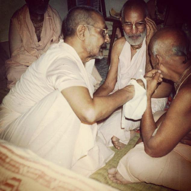 Srila Vamana Gosvami Maharaja, Srila Narayana Gosvami Maharaja e Srila Trivikrama Gosvami Maharaja: os três pilares da Gaudiya Vedanta Samiti.