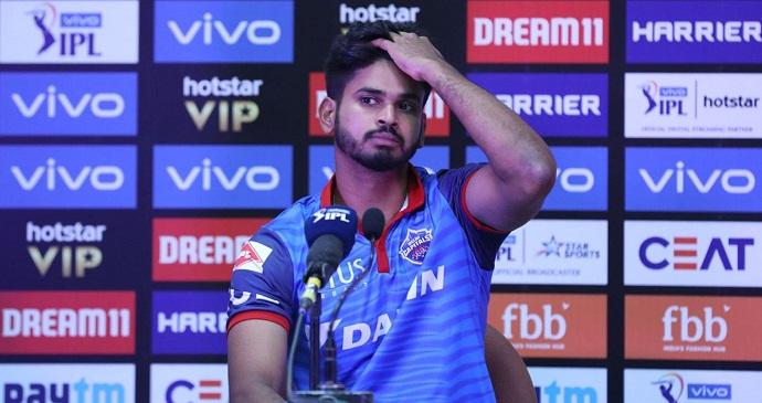 दिल्ली के कप्तान श्रेयस अय्यर हताश और निराश हैं और उन्हें समझ नहीं आ रहा है कि जीतने की स्थिति से टीम चार गेंद पहले कैसे हार गई.
