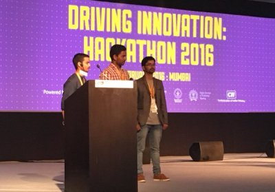 Team 1 in Transport category presents a model to prevent road intersection accidents