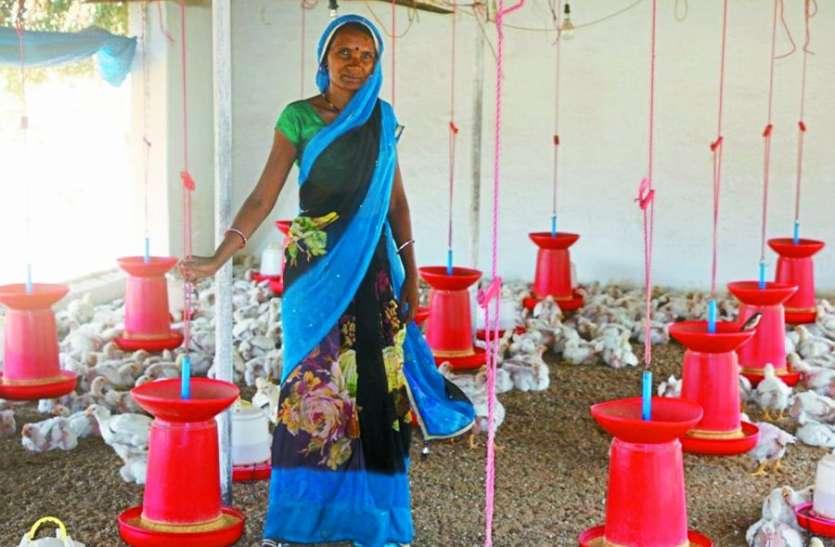 मुर्गी पालन कर महिलाएं बनी स्वावलंबी