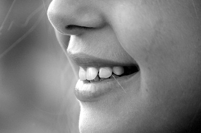 gigi, senyum