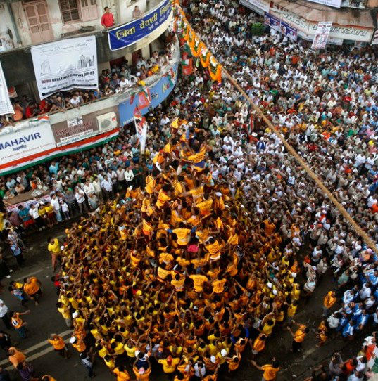 Indian-youth-make-a-human-pyramid-to-break-the-Dahi-Handi
