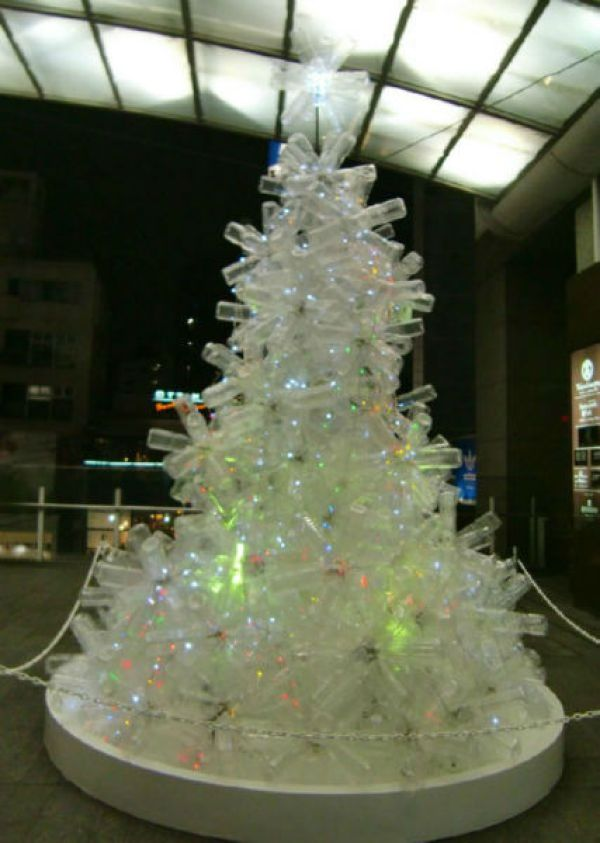 Christmas Tree Using Recycled Materials.Innovative Christmas Trees Made From Recycled Material