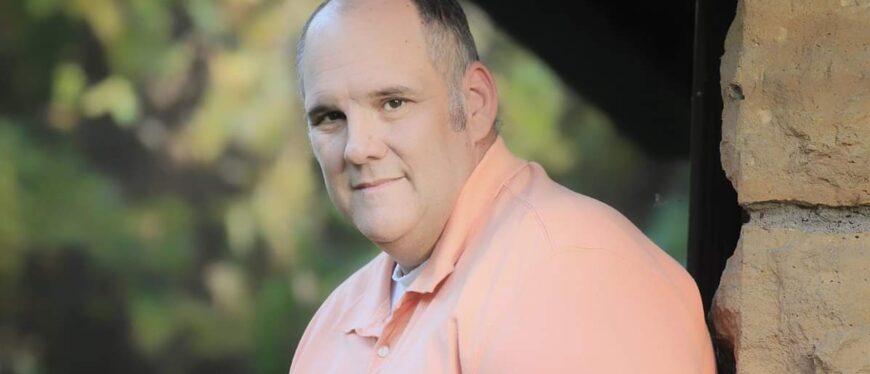 head & shoulders shot of Rob Murphy outdoors