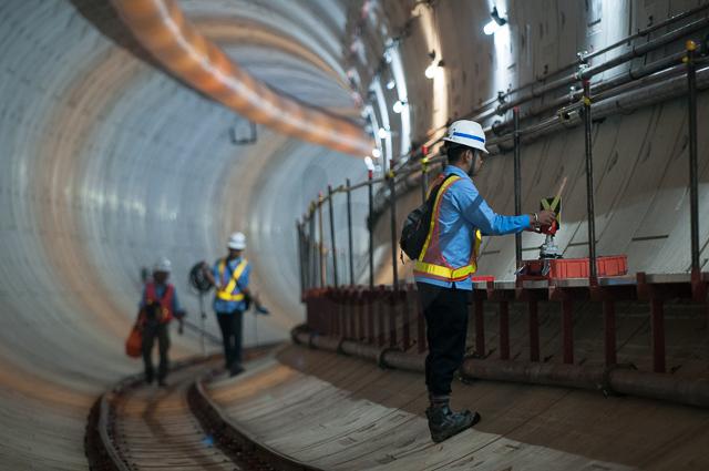 Proses dan aktivitas pembangunan tunnel untuk MRT di bawah sepanjang jalan Sudirman.