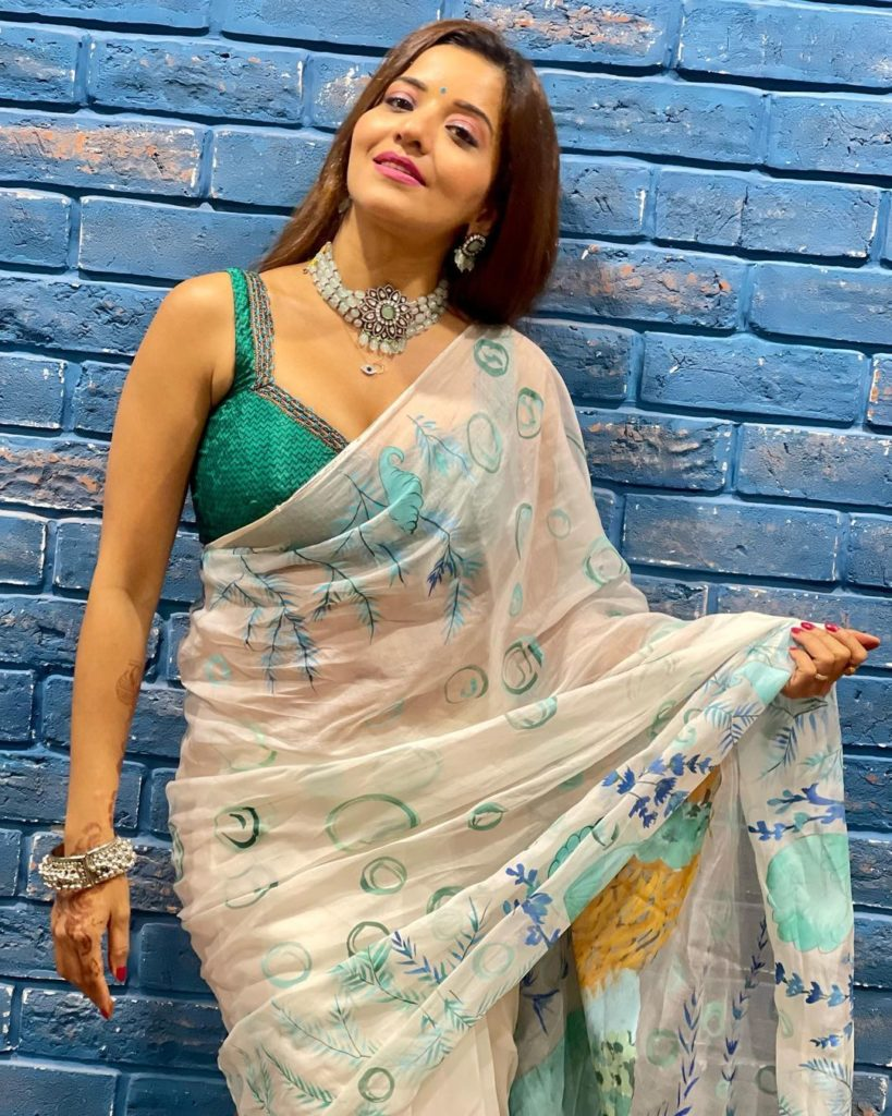 Don't Change To Fit The Fashion… Change The Fashion To Fit You…. #saree #love #t...