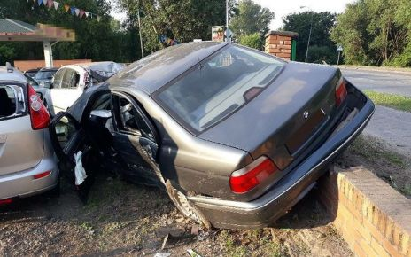 Komis samochodowy na drodze 23-latka