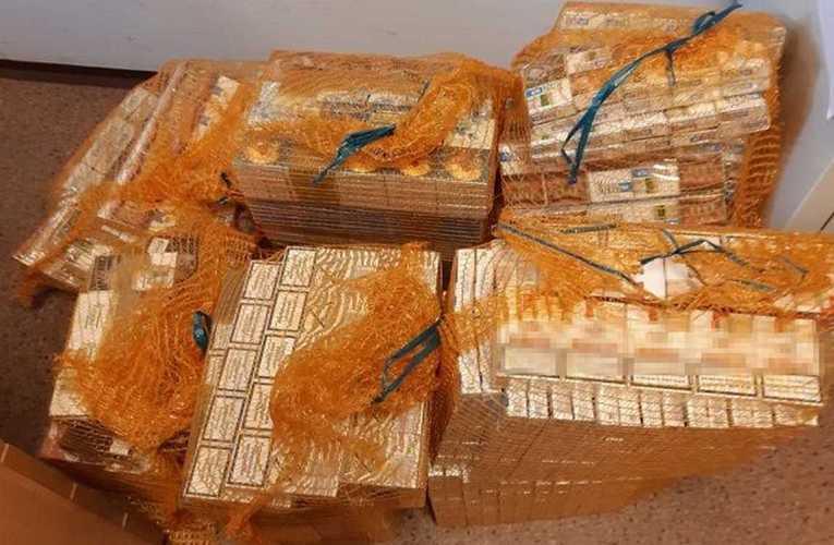Mundurowi zabezpieczyli niemal 2 tysiące paczek papierosów