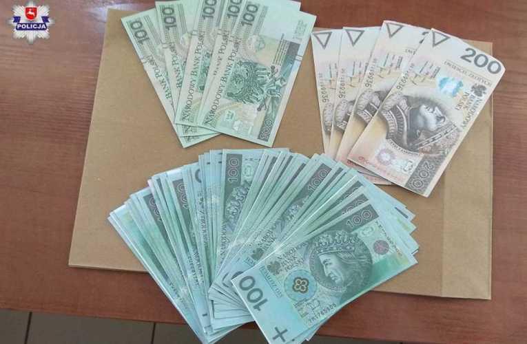 W miejsce skradzionych banknotów podkładał wydrukowane