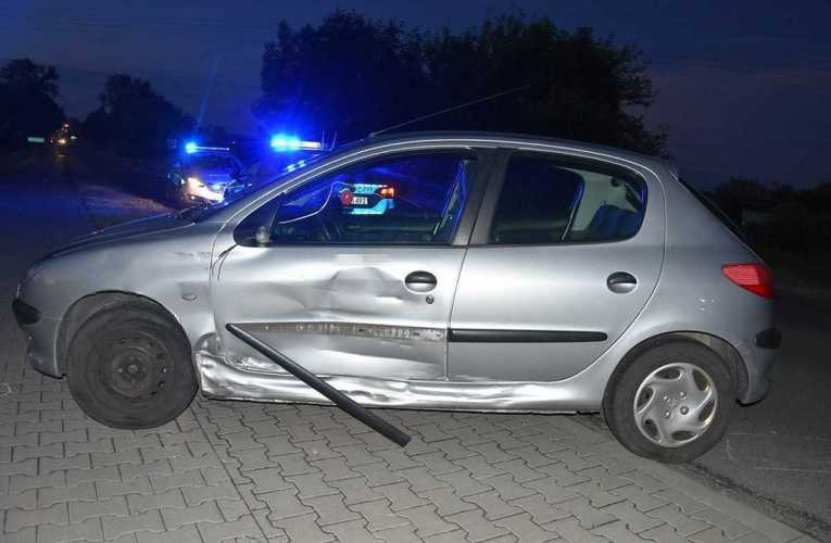 W Międzyrzecu Podlaskim doszło do zderzenia motocykla z osobowym peugeotem