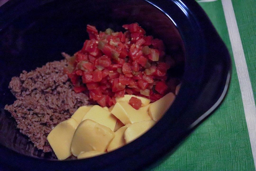 4-Ingredient Crockpot Queso Dip | Bianca Dottin