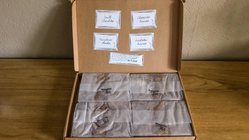 Onze brownies per post in doos
