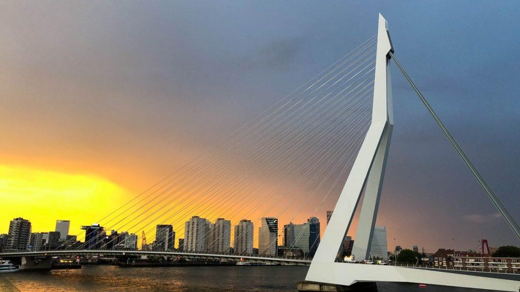 26 juli aida perla zonsondergang erasmusbrug
