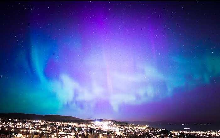 Aurore boréale au-dessus de Trondheim (Norvège)