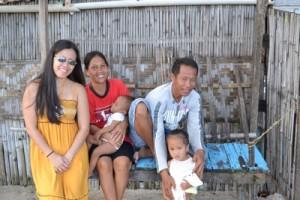 marissa_robinson_with_fishermen_Bantayan_island