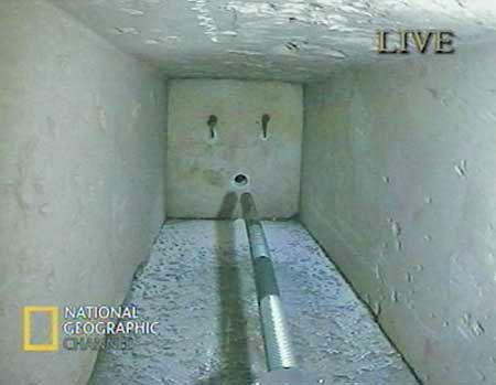 Uma das portas secretas na Grande Pirâmide (http://www.bibliotecapleyades.net)