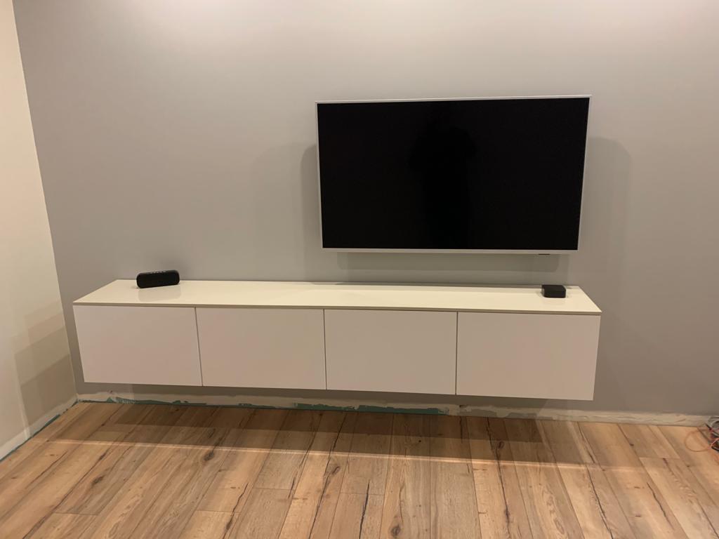 un meuble tv suspendu tout suspendu
