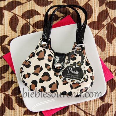 souvenir pernikahan manicure set cheetah purse unik