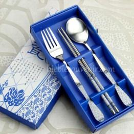 souvenir pernikahan sendok garpu sumpit biru