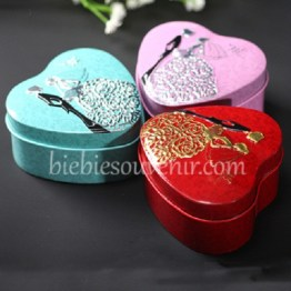 souvenir heart tin box embossed