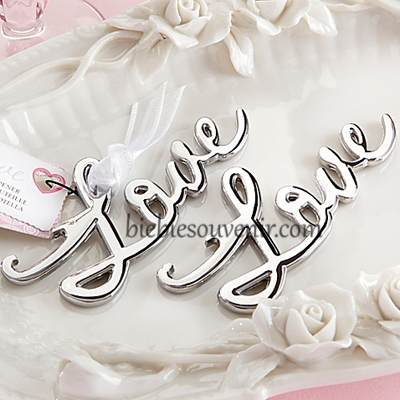 souvenir pernikahan unik LOVE bottle opener