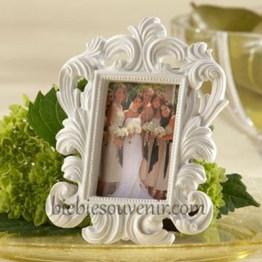 souvenir pernikahan white baroque frame