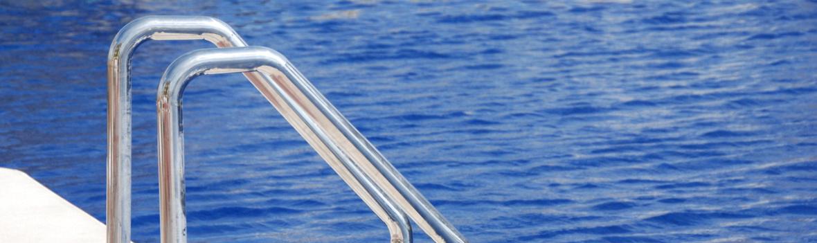 Edelstahl Rohrbogen - Einstieghilfe für einen Pool aus gebogenen Edelstahl