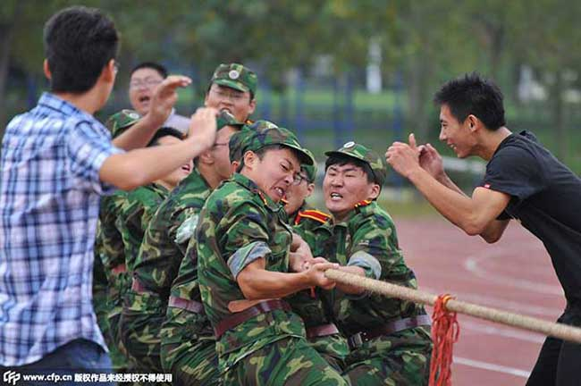 Chinese students indulge themselves in a tug of war.
