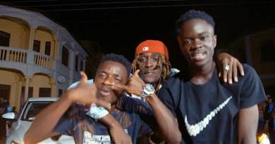 Click Huus ft Kofi Mole Yaw Tog Ma Sparki Music Video directed by Koopoku Studios, song produced by Ipappi.