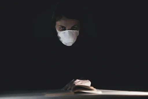 A woman wearing an N95 half-face mask during the COVID-19 pandemic