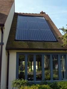 photovoltaque quelles solutions pour la maison individuelle panneaux solaires poss sur toit en pente - Combien De Panneau Photovoltaique Pour Une Maison