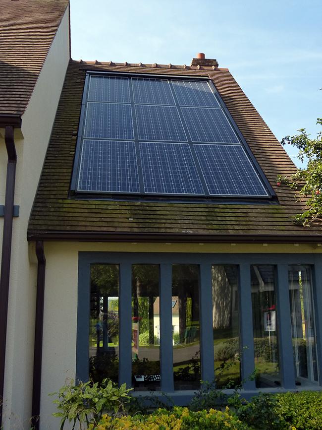 panneau solaire maison autonome top srie vivre horsrseau appareils et systmes mcaniques de la. Black Bedroom Furniture Sets. Home Design Ideas
