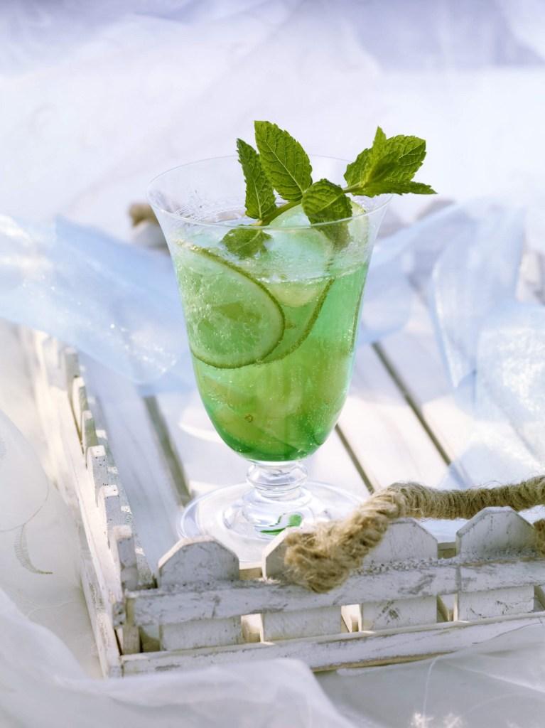 minzbowle-mit-weintrauben