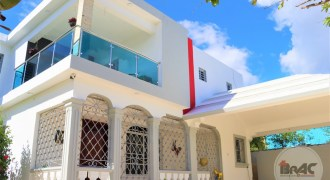 Casa con Piscina en Villa Cerro