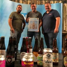 Bier door Mannen - Op podium met prijs