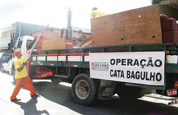 Resultado de imagem para CATA BAGULHO SP