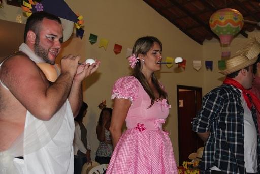 Resultado de imagem para ovo na colher festa junina