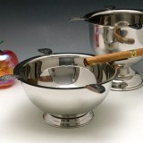 Stinky Cigar ashtray measures 4.25″ tall, 8″ wide bowl, 11″ wide including rests. The four stirrup rests are 1.75″ long.