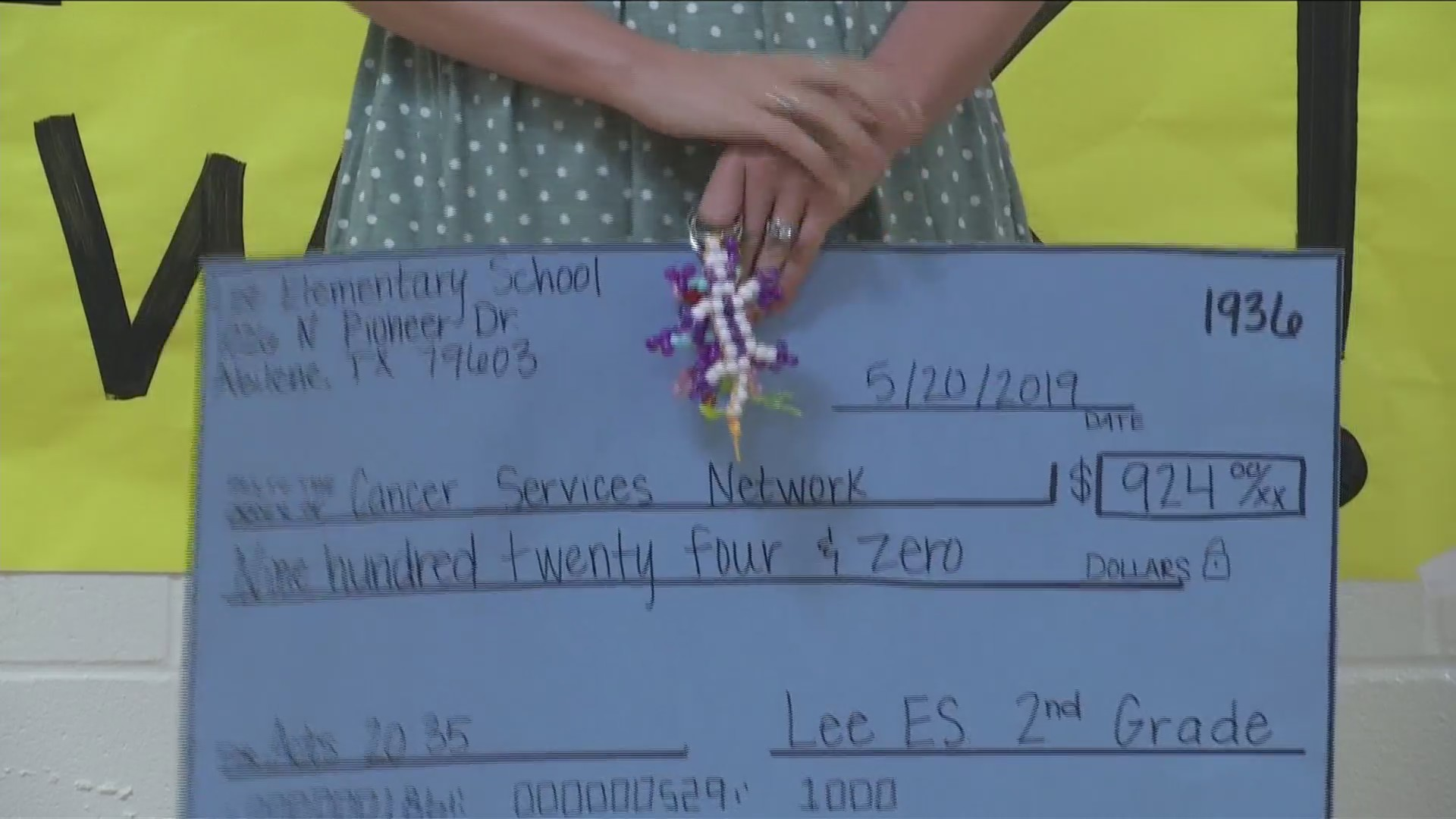 Lee Elementary students sell bracelets to benefit Cancer Services Network