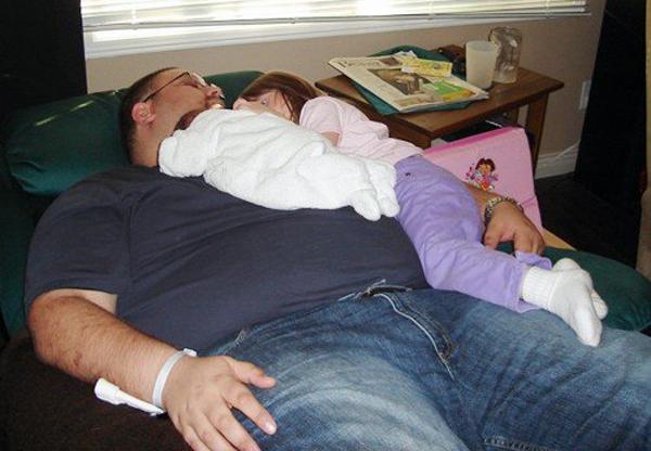 10-lauren-sleeping-on-daddy