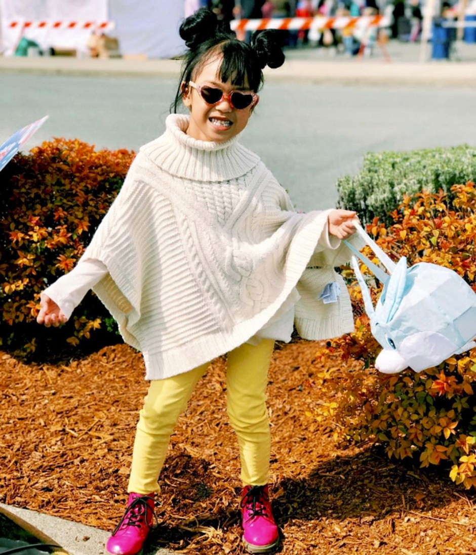 style yellow pants and shawl