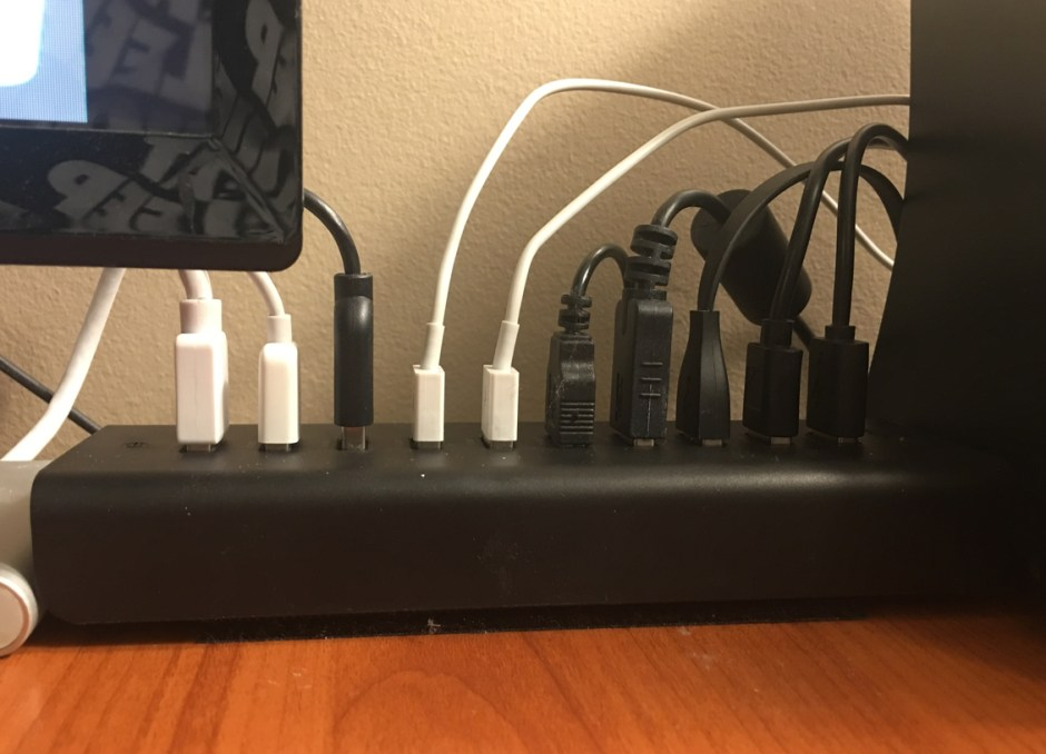 USB Hub all plugged in