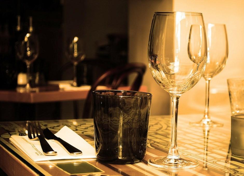dinner cruise dinner setting