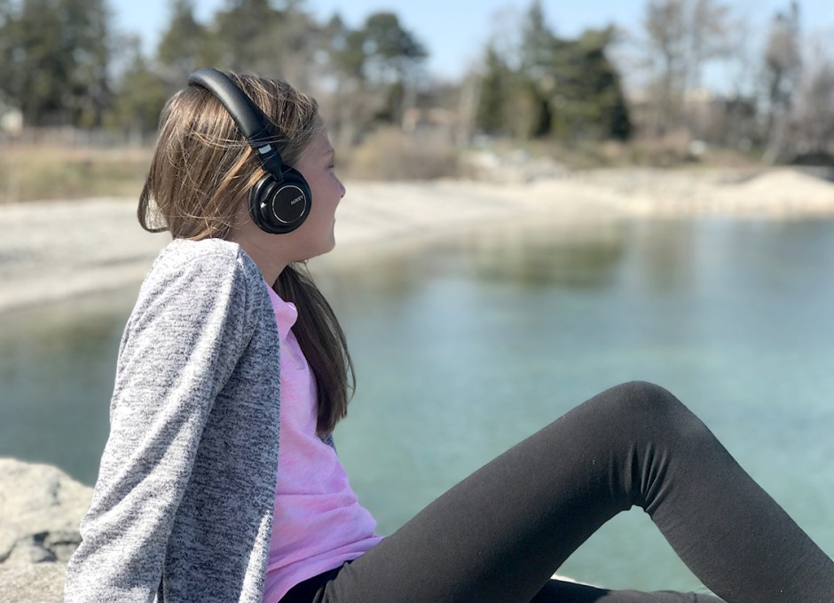 EP-B36 Bluetooth Headphones Lauren on rocks