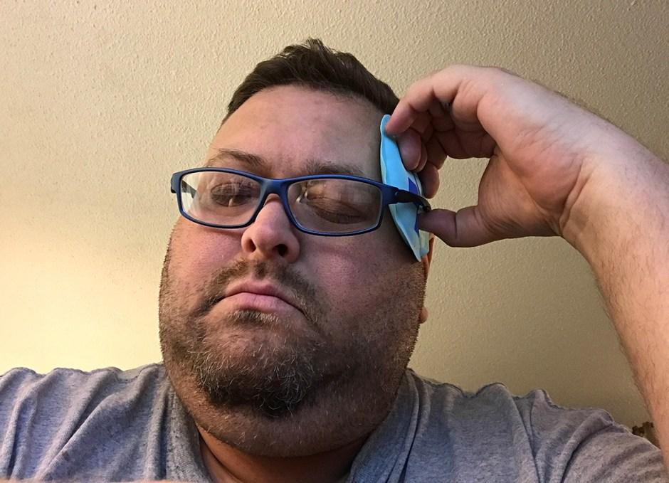 migraine craig with cold pad