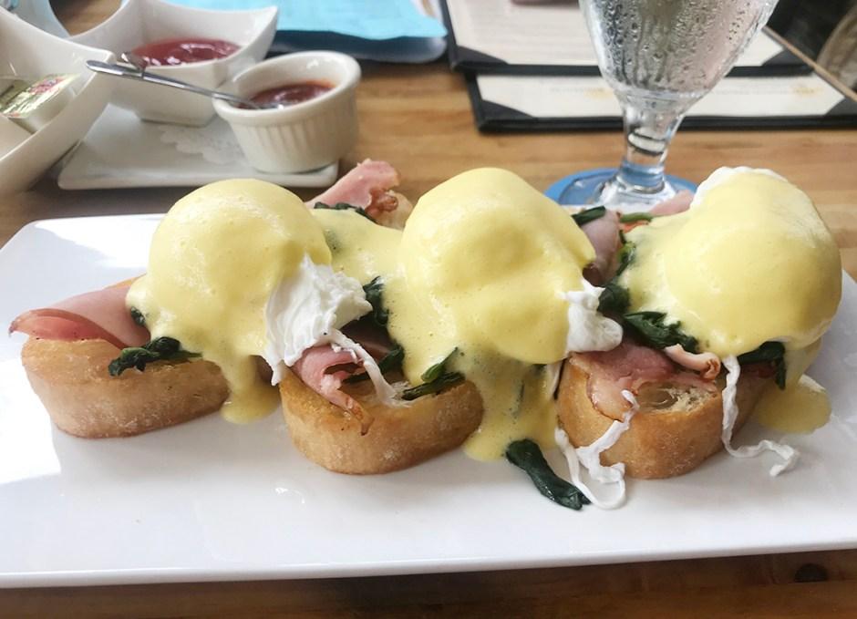 Azur eggs benedict