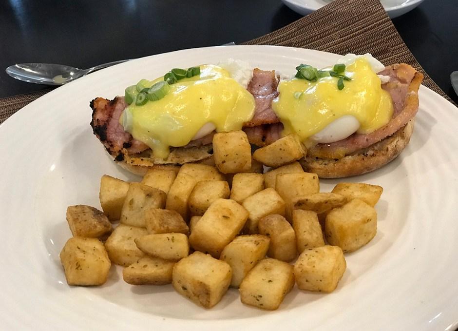 lighthouse 45 eggs benedict