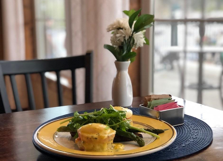 seasoned eggs benedict