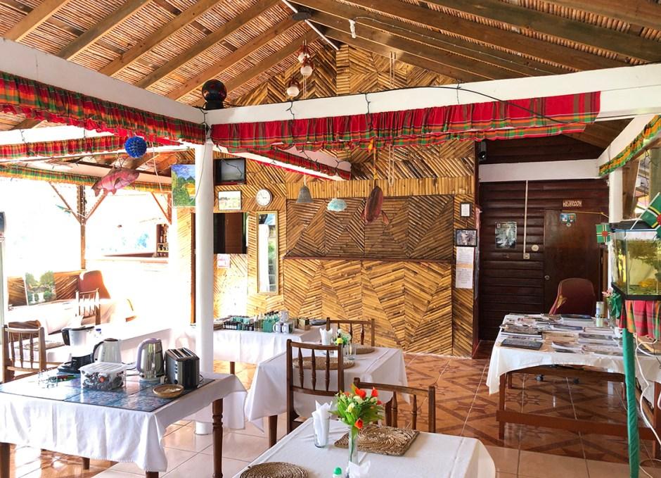 le petit paradis dining room